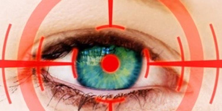 Augenarzt: Ohne Brille.